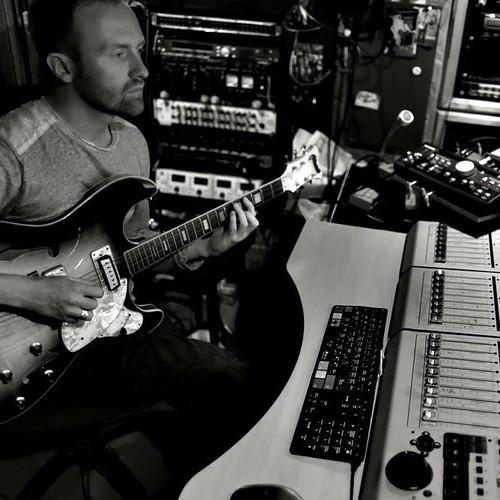Leo-Abrahams_in_studio_2012